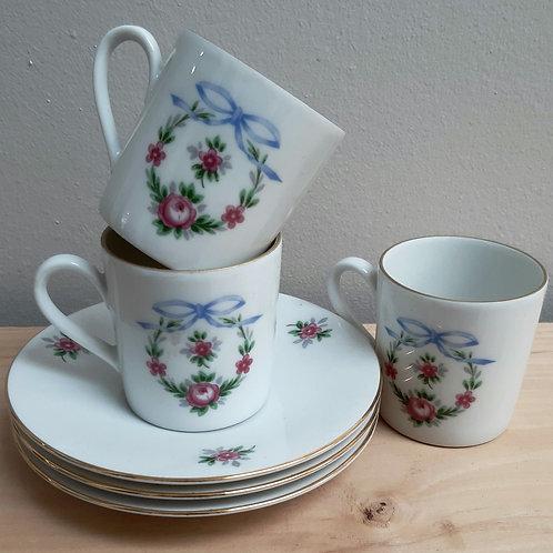 3 petites tasses à café porcelaine