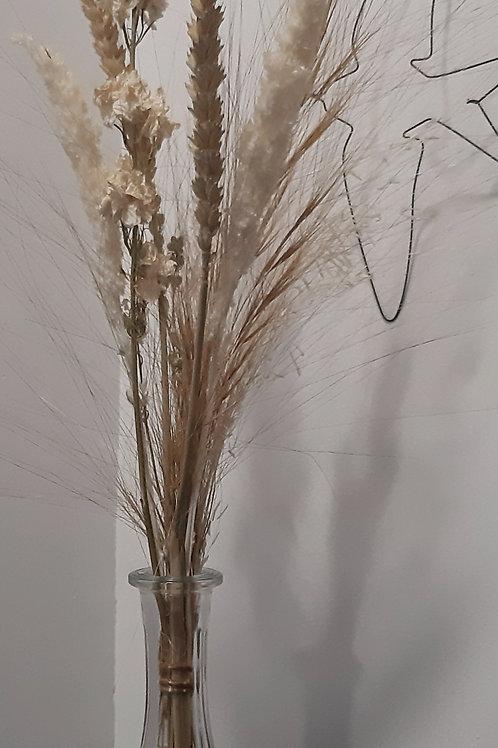 Bouquet dans carafe ancienne