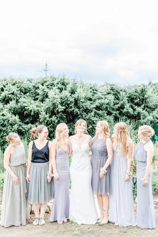 Braut und Brautjungfern in Jork