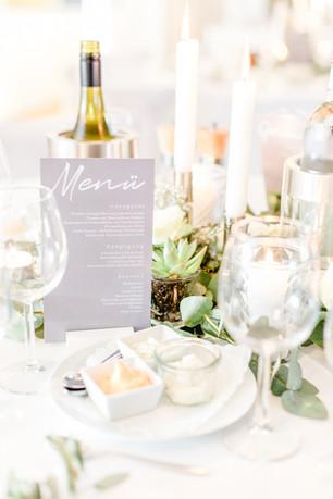 Grüne Tischdekoration Hochzeit