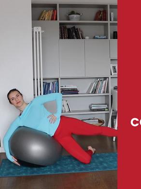 Pilates: 30 minuti per pancia e gambe con la fitball.
