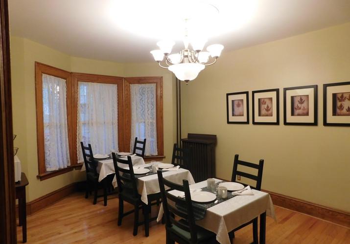 Guest breakfast/dining room