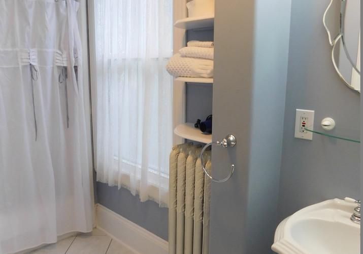 Scotia Room bathroom