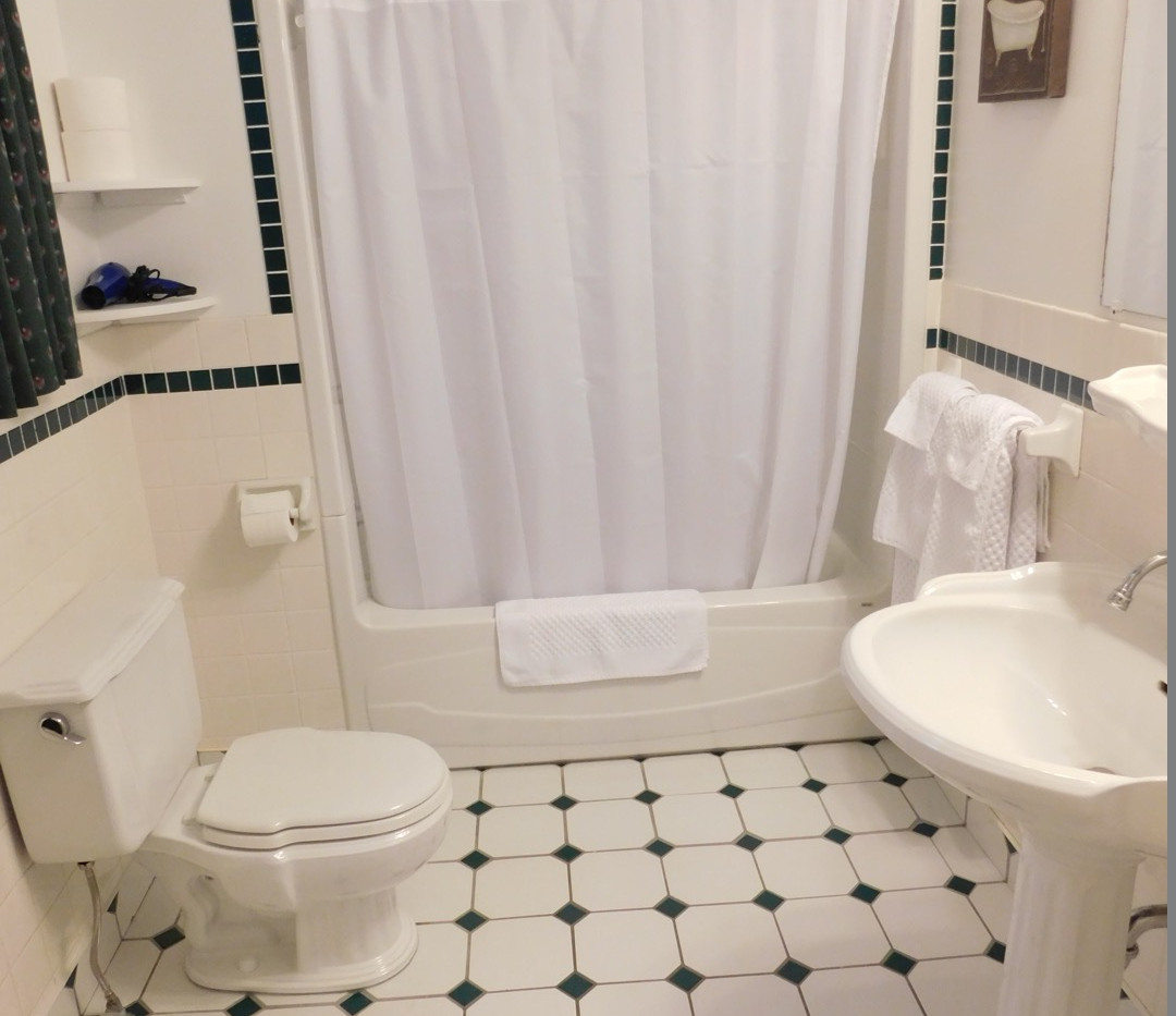Cabot Bathrm.JPG