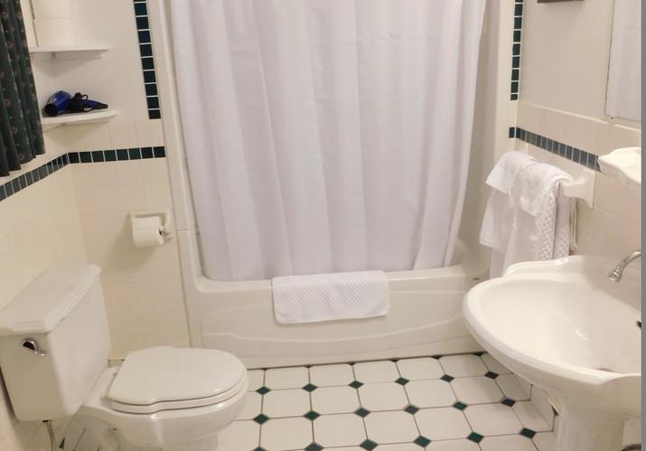 Cabot Room bathroom
