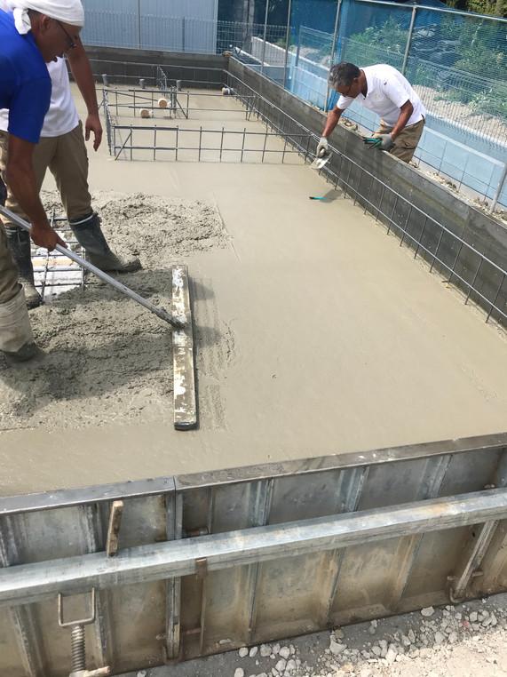 住宅基礎ベースコンクリート打設
