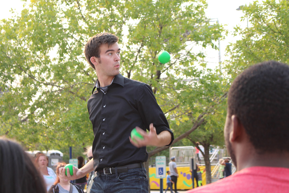 Omaha Juggler Joey Fratelli