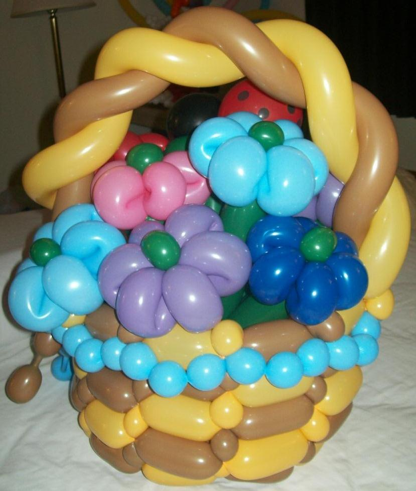 Flower basket made with balloons