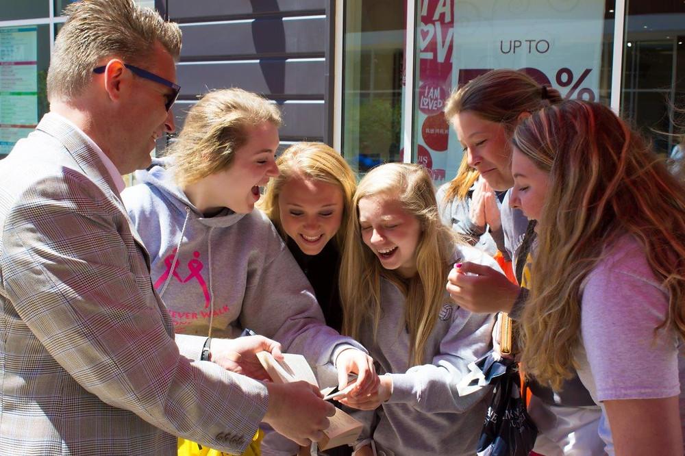 Omaha magician at Nebraska Crossing Outlet Mall