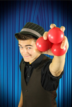 Joey Fratelli with juggling balls