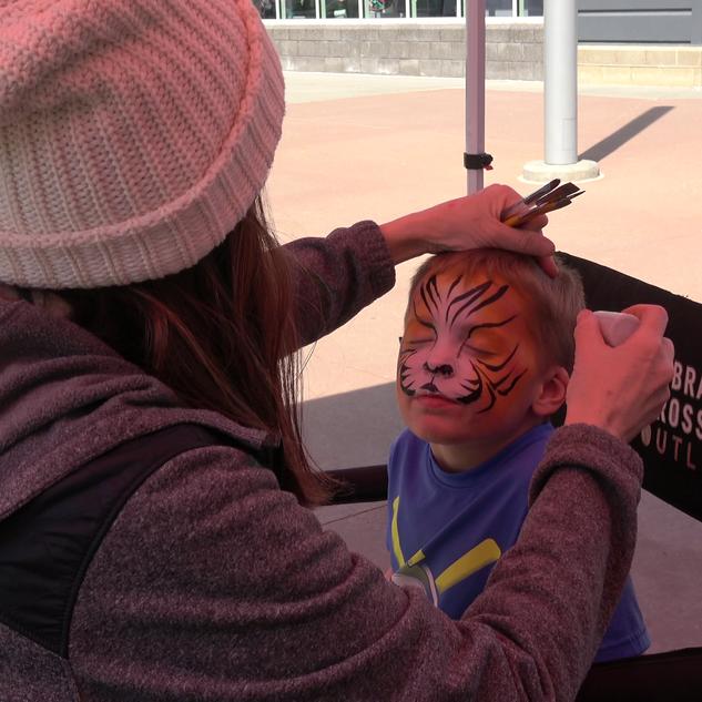 Face Painting Tiger at Nebraska Crossing
