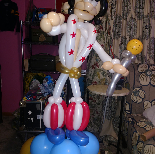 Huge Balloon Art Elvis.jpg