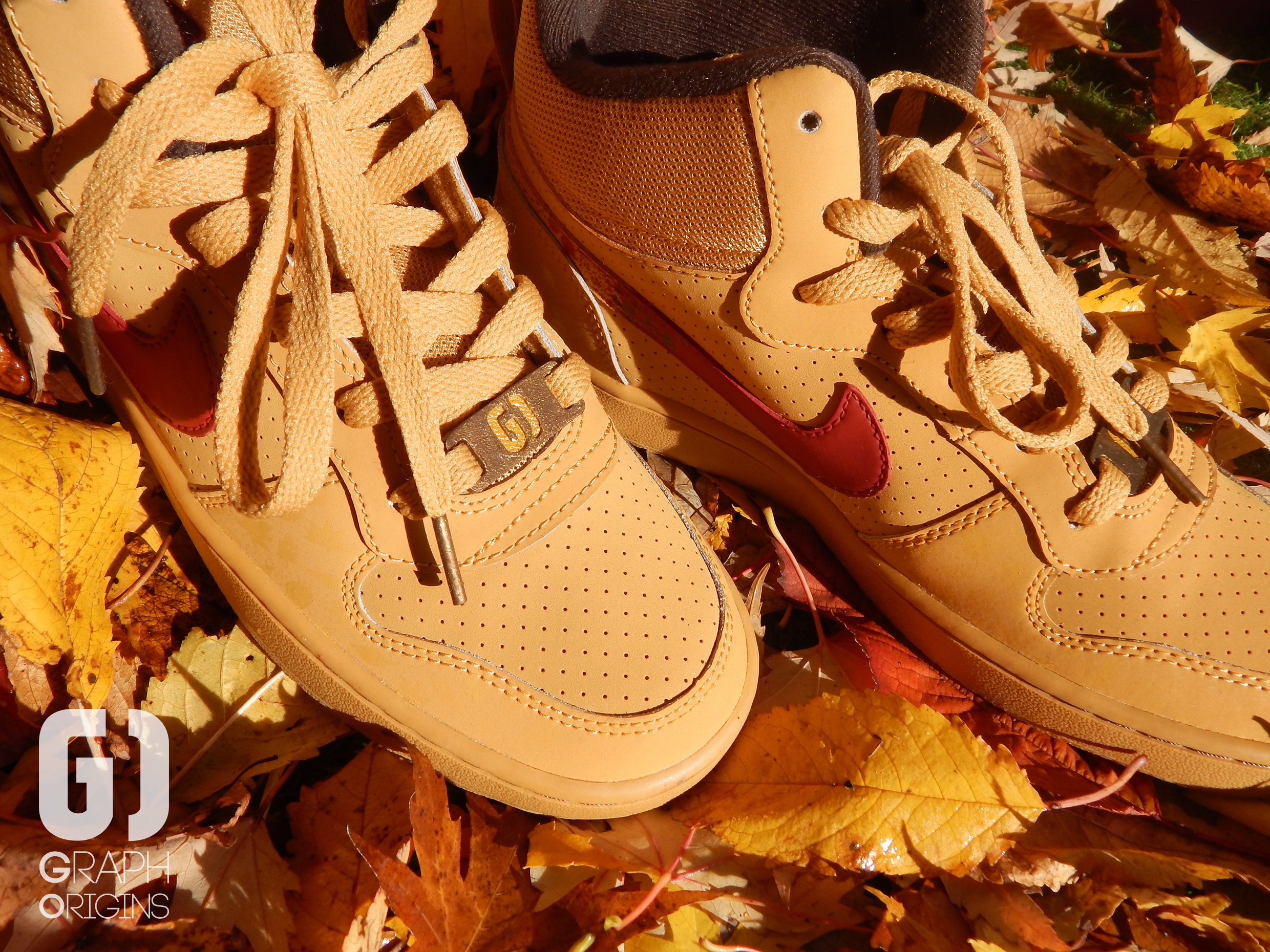 Custom baskets montantes Nike court borough mid autumn leaves graph origins