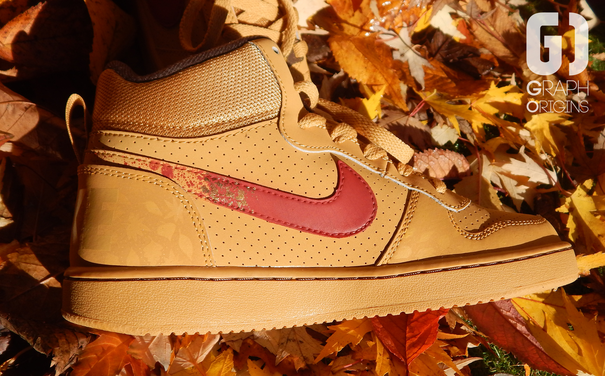 Custom baskets montantes Nike court borough mid autumn leaves graph origins 2
