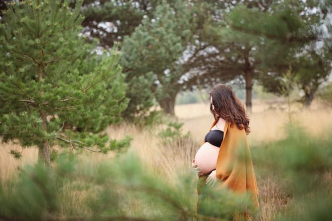 Prachtige zwangerschapsshoot in de natuur