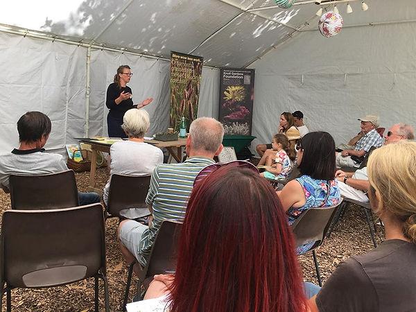 Bee talk - Knoll gardens