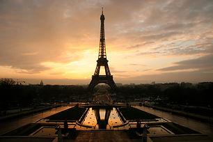 Eiffel_tower_at_dawn_horizontal.jpg