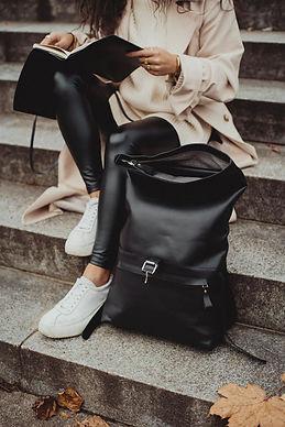 Rucksack-schwarz-Leder.jpg