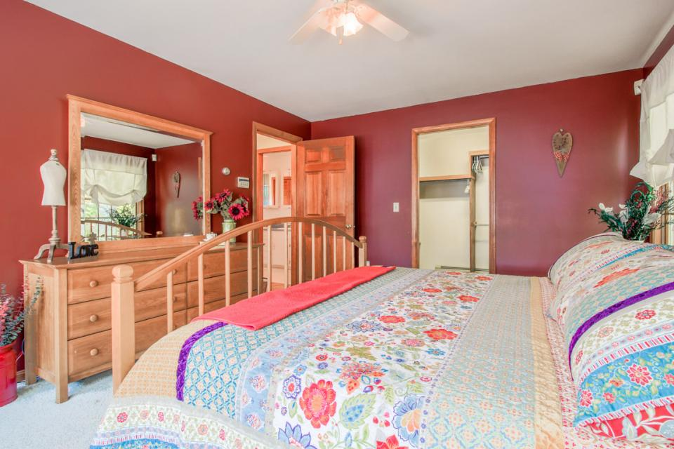 Lake Front Vacation Rental Bedroom