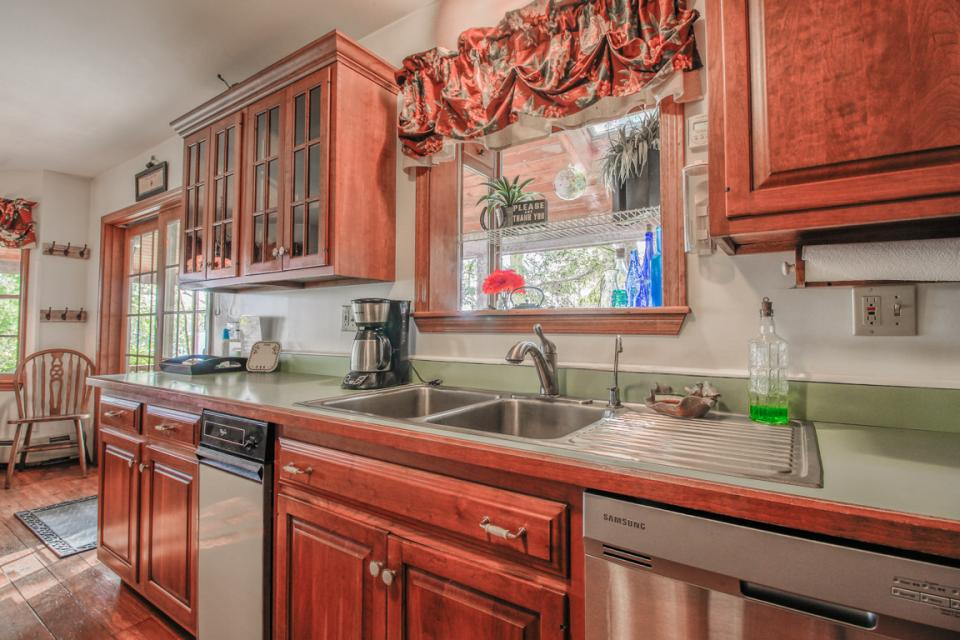 Lake Front Vacation Rental Kitchen
