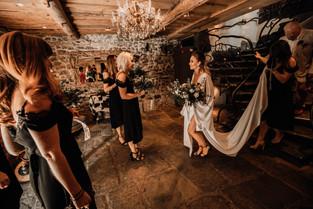 Bride leave the wedding venue