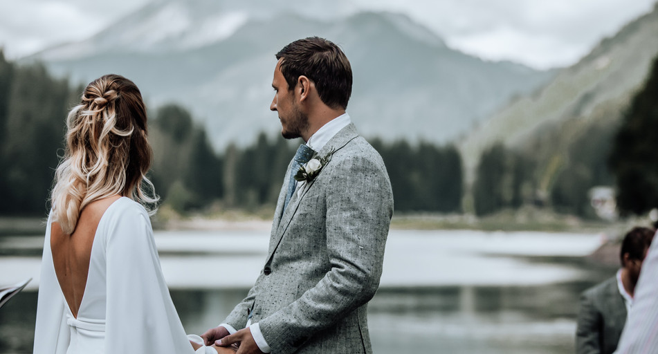 Say your vows next to Lake Montriond