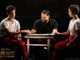 Holnapelőtt- az offline-thriller, ősbemutató a Magyar Színházban