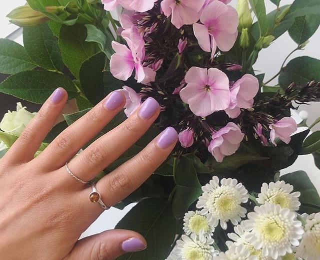 NAILS 💜. A pop of purple! Jessica GELer