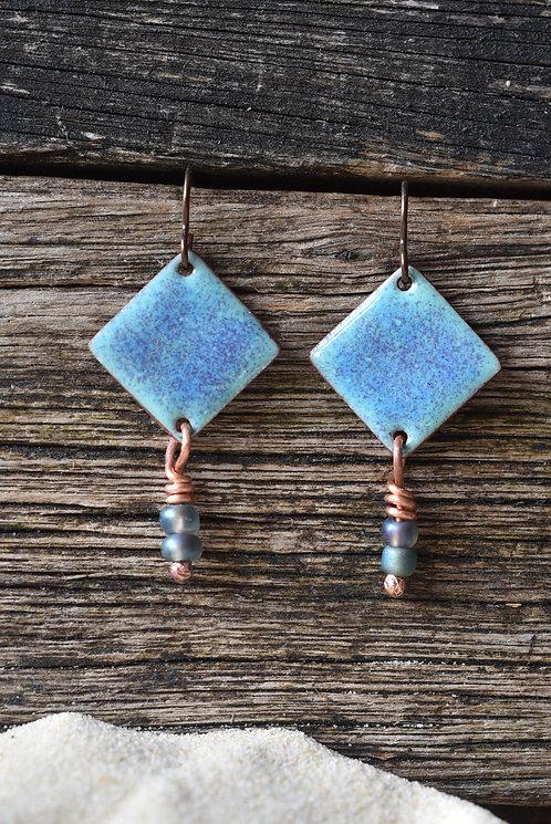 Kite earrings in green and indigo