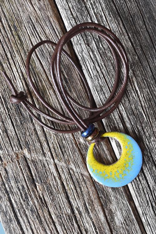 Open circular pendant - yellow and blue