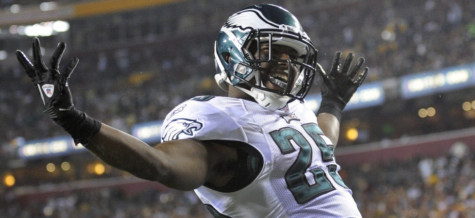 philadelphia-eagles-running-back-lesean-mccoy-vs-dallas-cowboys-bruce-carter-the