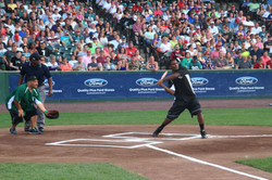 LeSean McCoy 2013 Charity Softball Game 35.jpg