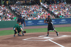 LeSean McCoy 2013 Charity Softball Game 34.jpg