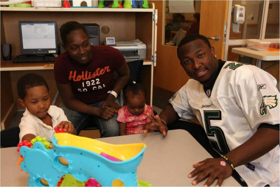 LeSean McCoy 2012 PS Hershey Hospital Visit 1.jpg