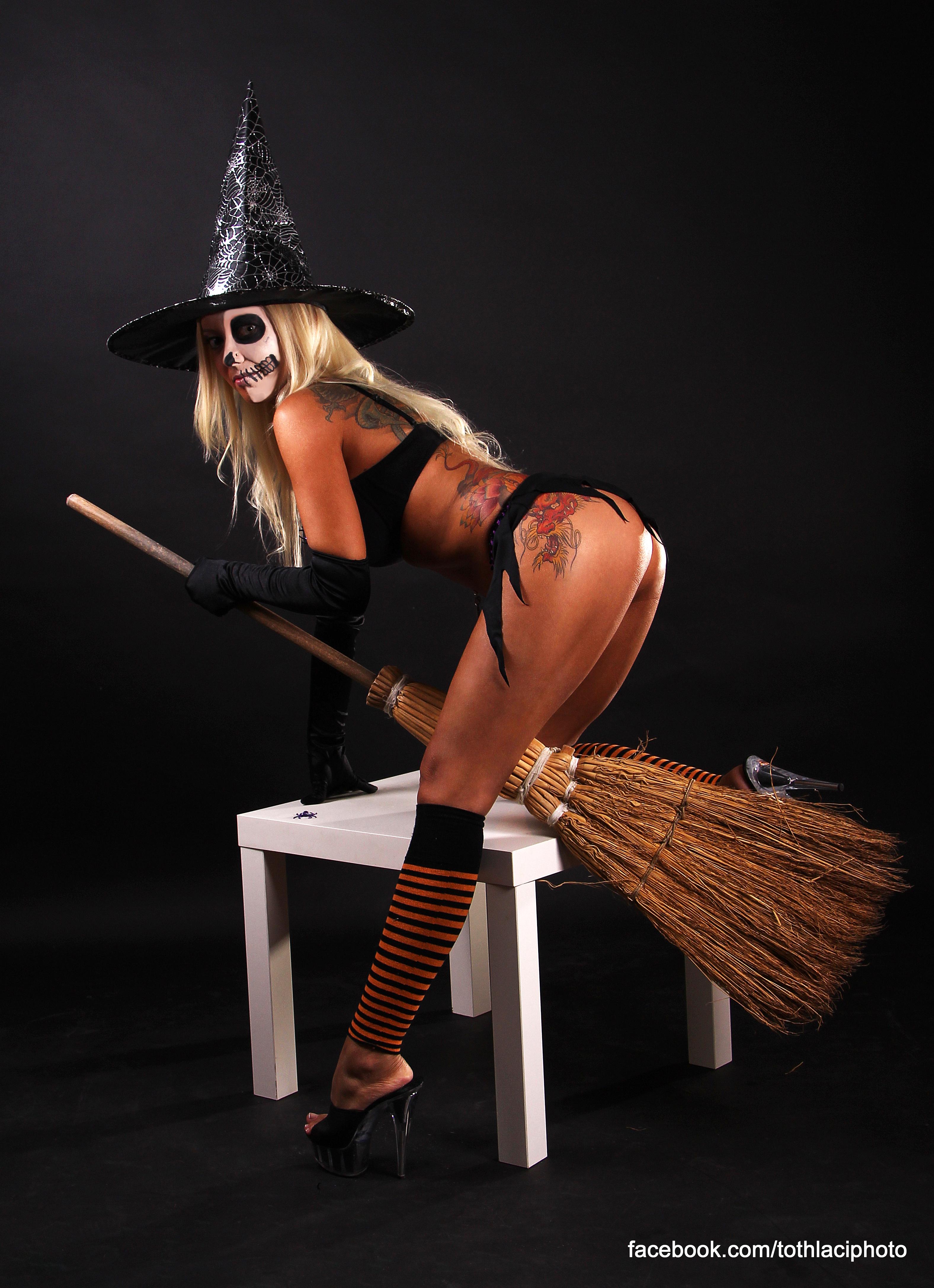 Stripperin Adrienne buchen