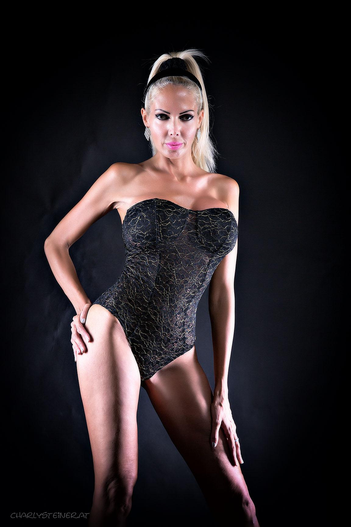 Stripperin Danielle Gloss buchen