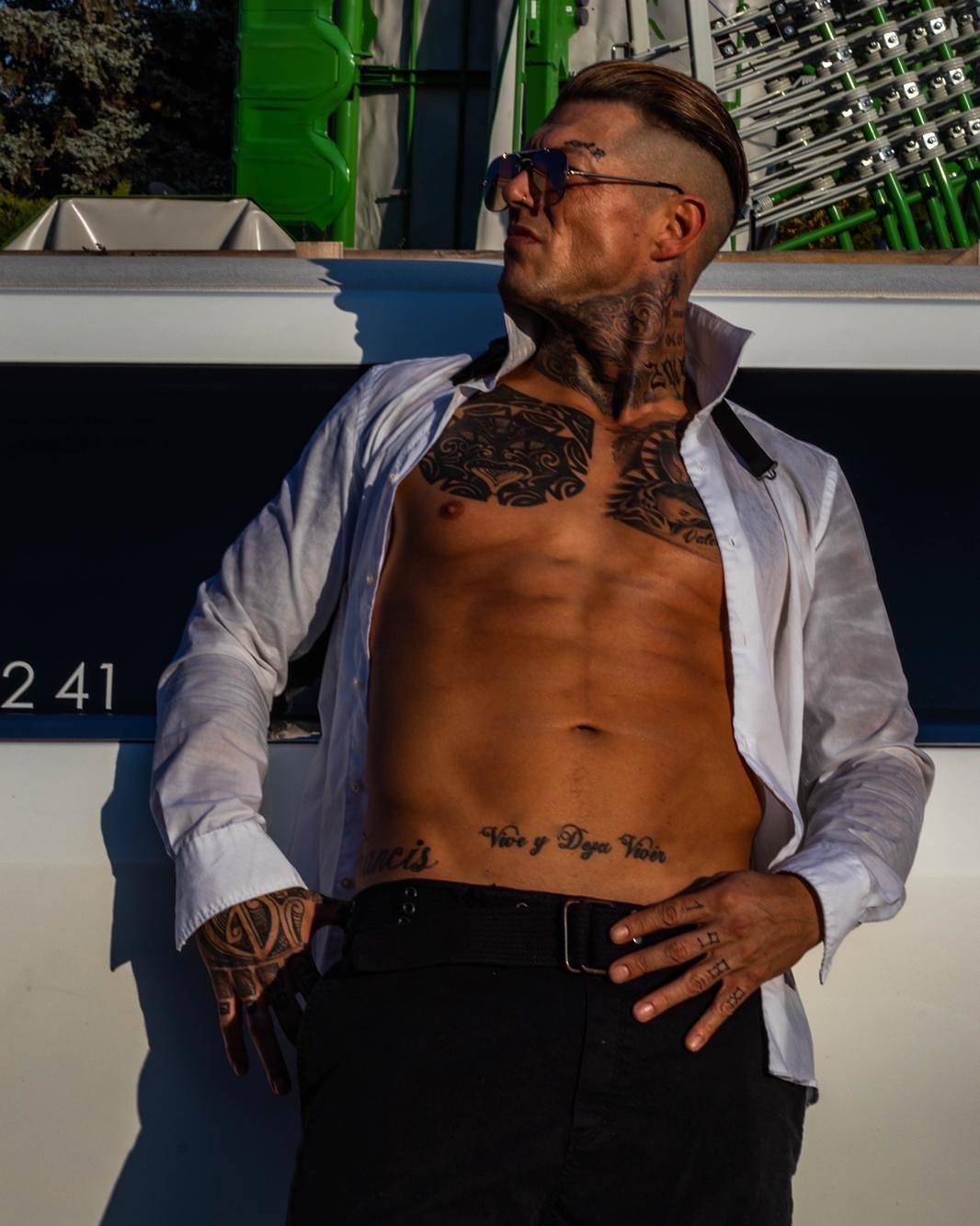 Stripper Francis buchen