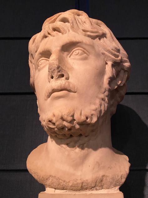 Tête en marbre du 17e siècle représentant un empereur Romain