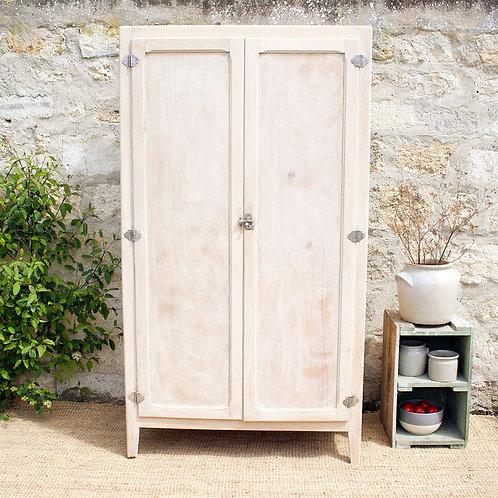 Ancienne armoire de cuisine