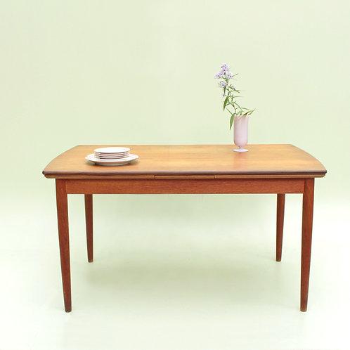 Table scandinave en teck 6/10 pers.