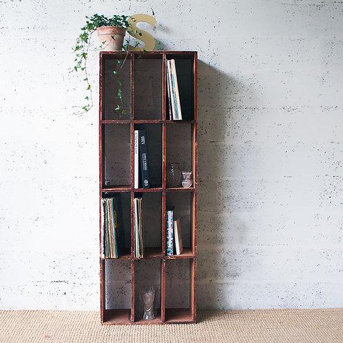 Ancien casier de tri en bois