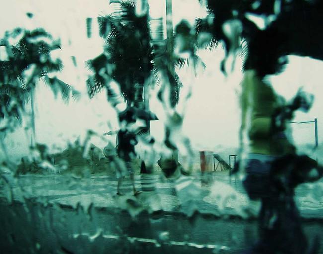 Chuva e duas mulheres