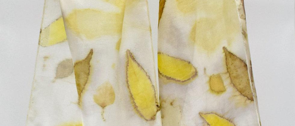 foulard en soie teinture naturelle feuilles d'arbres