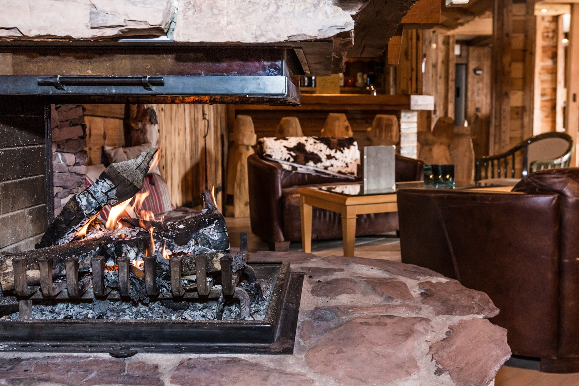 Salon bar cheminée
