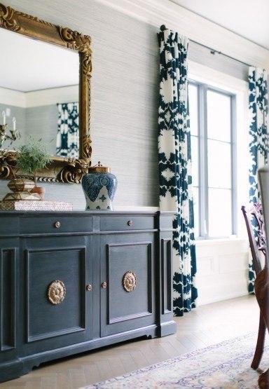 kate-marker-schumacher-draperies-window-treatments-Elegant-dining-room-384x555