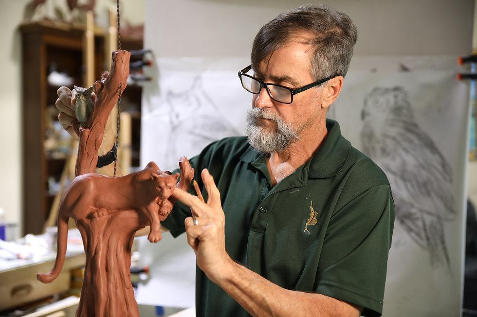 HP6A8262 Geoff Sculpting Panther Lamp.JP