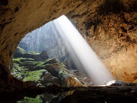 天窓のある地下洞窟 ベトナム ソンドン洞窟