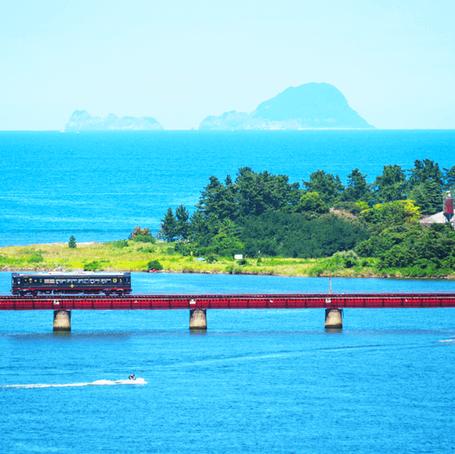 丹後の海や田園風景を眺め新鮮な海と山の幸を堪能            ~京都丹後鉄道  丹後くろまつ号~