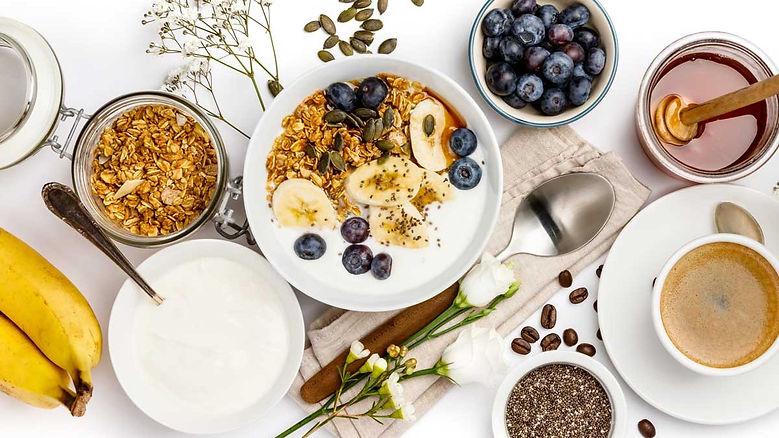 healthy-breakfast-foods-oatmeal-bananas-