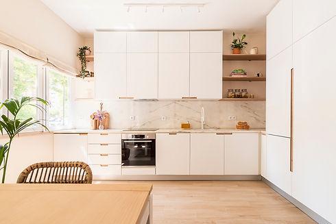 Reabilitação de apartamento com nova cozinha em open space